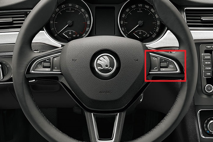 skoda-superb-steering-wheel.jpg